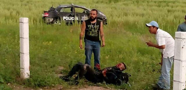 ¡Oficial de la Policía Estatal casi se mata tras volcar una patrulla en Aguascalientes!