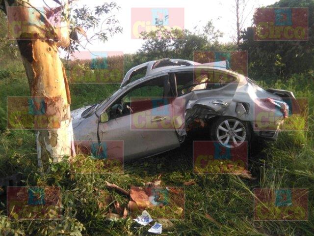 ¡3 lesionados tras la volcadura de un automóvil en Lagos de Moreno!