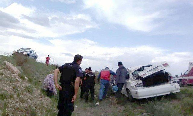 ¡6 lesionados tras la volcadura de un auto en Río Grande, Zacatecas!