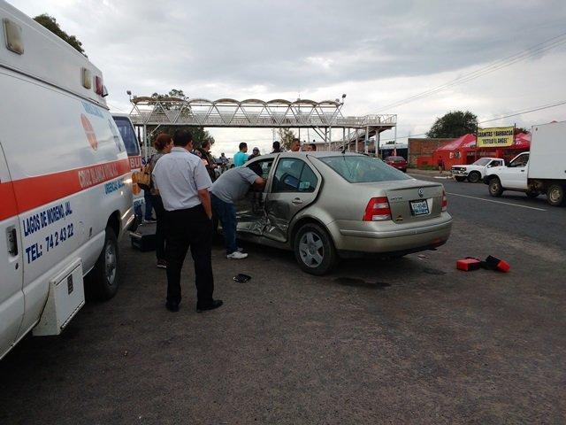 ¡Mujer lesionada tras fuerte choque en Lagos de Moreno!