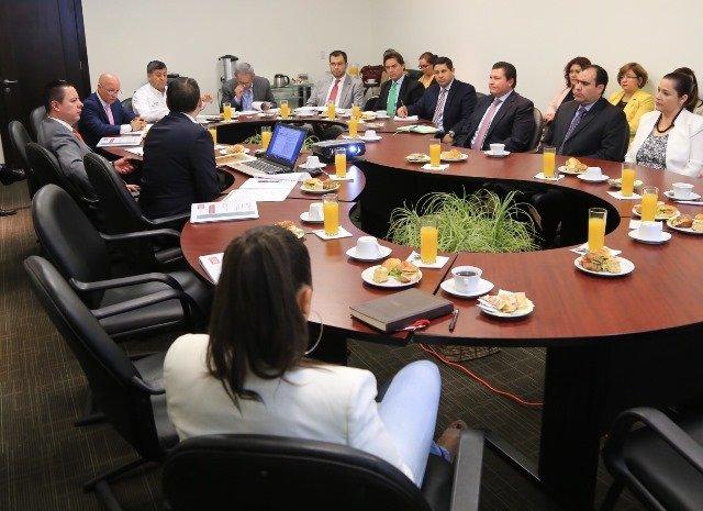 ¡Se presenta comisión de recepción de Alejandro Tello!