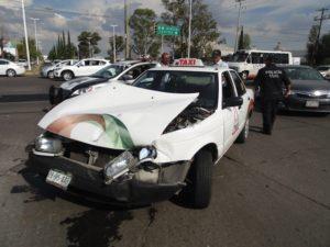 2-lesionados-choque-ambulancia-vs-taxi-independencia-y-ldc-7