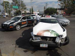 2-lesionados-choque-ambulancia-vs-taxi-independencia-y-ldc-8