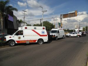 2-lesionados-choque-ambulancia-vs-taxi-independencia-y-ldc-9