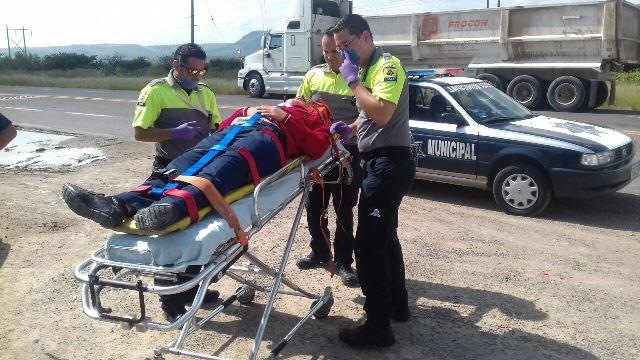 ¡Aparatoso choque entre 2 autos dejó 3 lesionados en Aguascalientes!