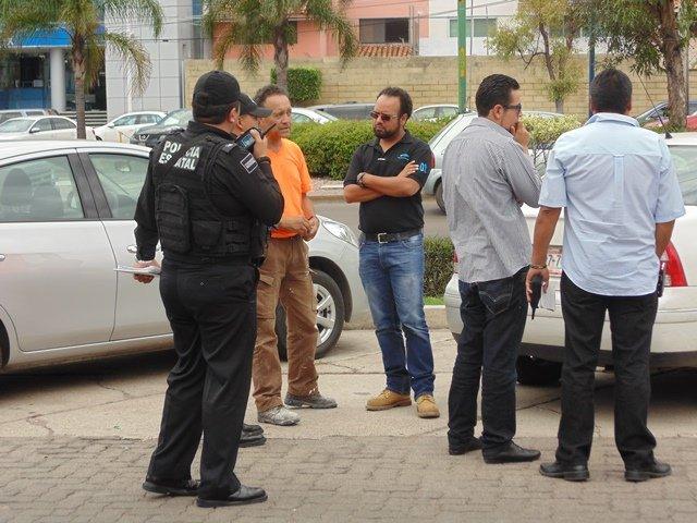 ¡Botín de $300 mil obtuvieron 2 pistoleros que asaltaron a cuentahabientes en Aguascalientes!