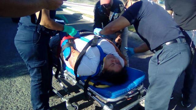 ¡Taxi atropelló y lesionó a una mujer en Aguascalientes!
