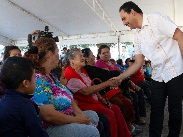 ¡Cumple alcalde de la capital compromiso con vecinos de la colonia Constitución!