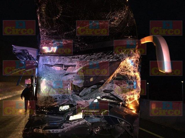 ¡Autobús chocó contra una pipa en Lagos de Moreno: 7 lesionados!
