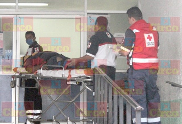¡1 lesionado tras el choque entre un auto y un tráiler en Lagos de Moreno!