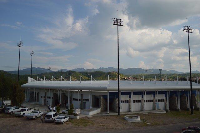¡Continúan las mejoras al campo de béisbol Guel Jiménez en Calvillo!