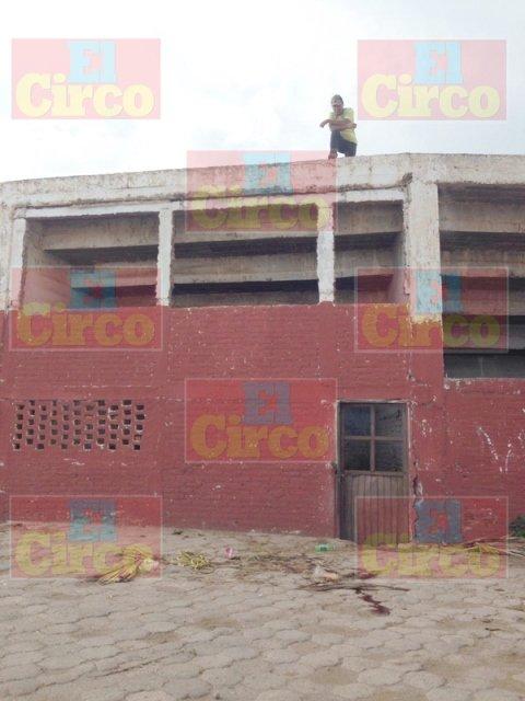 ¡Hallaron 2 ejecutados cubiertos con una narco-manta en Guadalupe, Zacatecas!