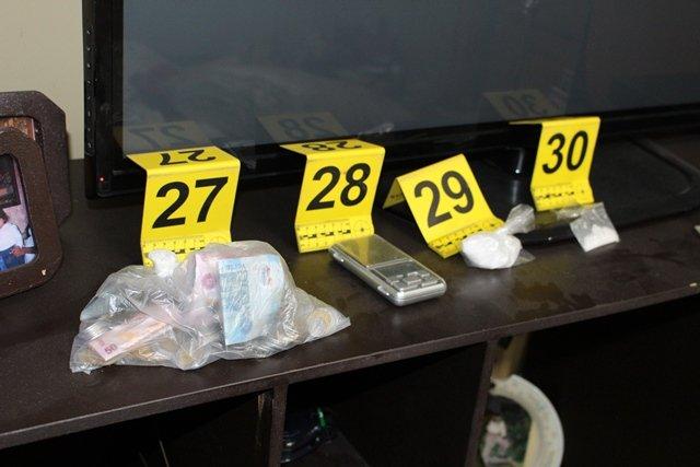 ¡Detienen a madre de familia y sus dos hijos en Aguascalientes y les decomisan droga en su domicilio!
