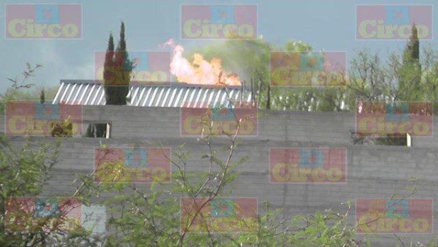 ¡Impresionante incendio en una secadora de chile en Fresnillo!