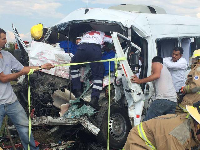¡11 muertos y 8 lesionados tras impresionante choque en la carretera San Juan de los Lagos-Jalostotitlán!