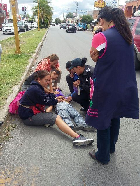 ¡Madre e hijo lesionados tras ser atropellados por una grúa en Aguascalientes!