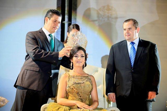 ¡Coronan a Brianda I como reina de la FENAZA 2016!