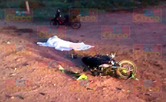 ¡Estudiante motociclista murió tras chocar contra un vehículo en Río Grande, Zacatecas!