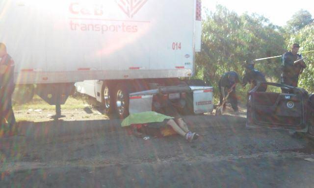 ¡Choque frontal entre un tráiler y un auto dejó 1 muerto y 2 lesionados en Aguascalientes!