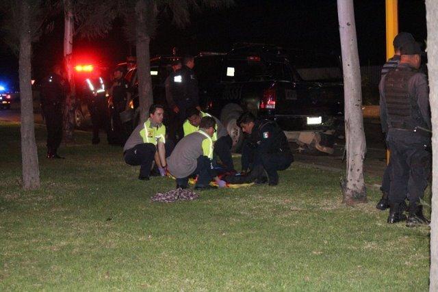 ¡Ebrio sujeto chocó una patrulla de la Policía Estatal en Aguascalientes y un oficial resultó lesionado!