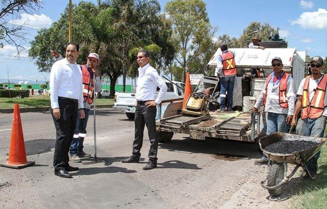 ¡Intensifica Gobierno Municipal labores de bacheo en distintos puntos de la ciudad!