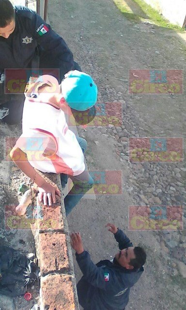 ¡Indignante impunidad reina en Lagos de Moreno: dejan libre a mozalbete que dañó un auto a pedradas!