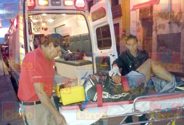 ¡Grave motociclista repartidor de tortillas que chocó contra un auto en Lagos de Moreno!