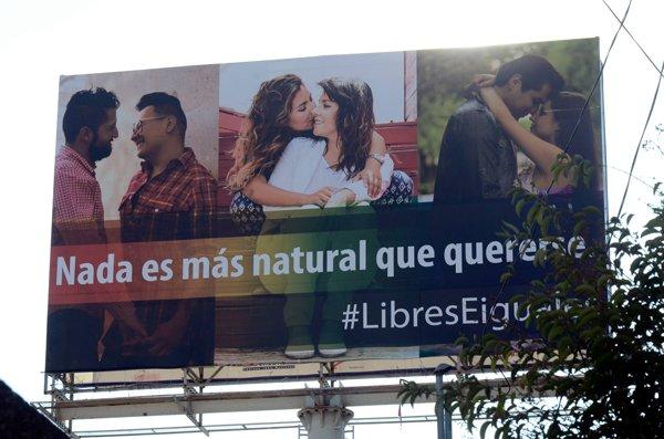 ¡Colocan espectacular en Aguascalientes para fomentar el respeto y la tolerancia hacia la diversidad sexual!
