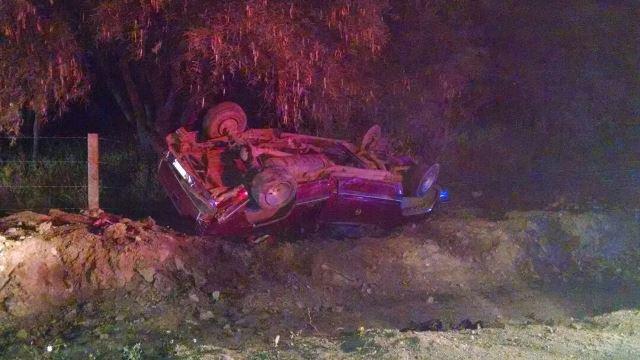 ¡1 muerto y 1 lesionado tras la volcadura de una camioneta en Aguascalientes!