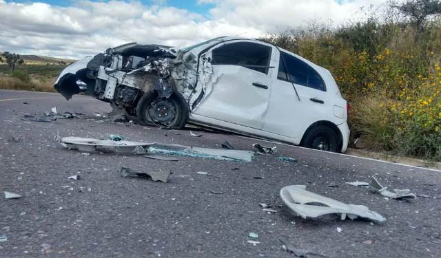 ¡2 aguascalentenses lesionados tras aparatoso accidente en Zacatecas!