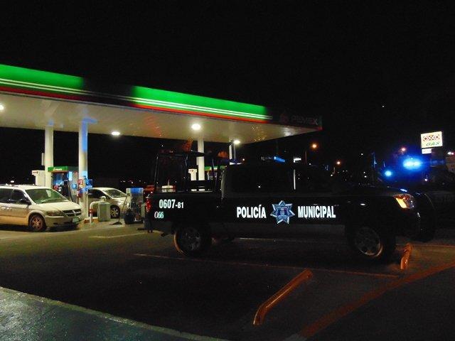 ¡2 pistoleros asaltaron una gasolinera en Aguascalientes!
