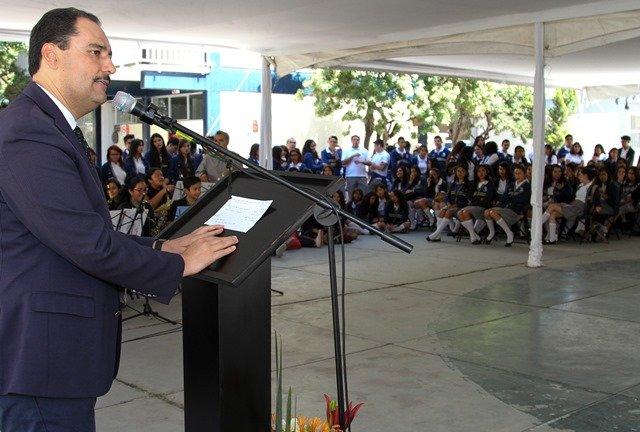 ¡Refrenda alcalde de la capital compromiso con sector educativo!