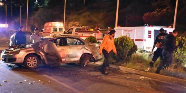¡4 jóvenes lesionados tras la volcadura de un automóvil en Zacatecas!