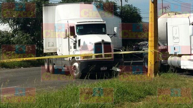 ¡Choque de tráiler y un vehículo militar dejó 1 soldado muerto y 3 lesionados en Guadalajara!