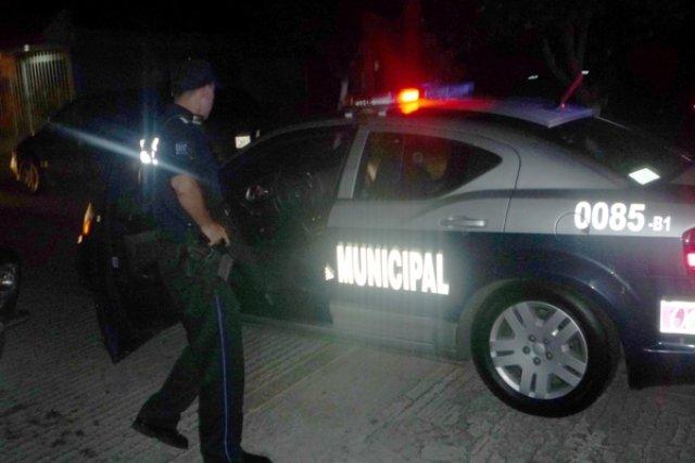 ¡Sujeto intentó estrangular a su esposa y golpeó a su hijo en Aguascalientes!