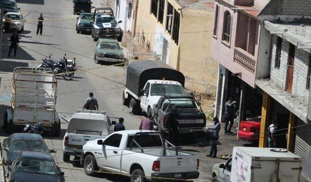 ¡Padre e hijo fueron ejecutados a balazos afuera de un taller mecánico en Zacatecas!