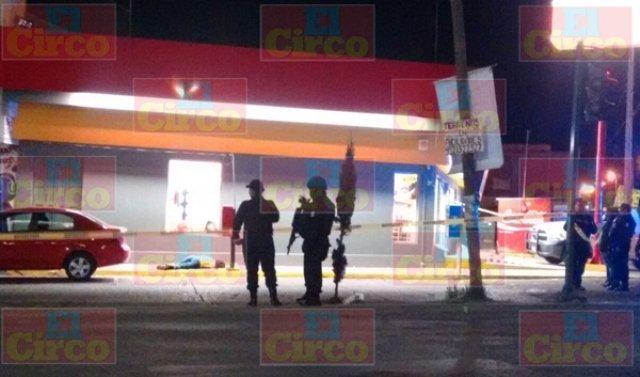 ¡Joven fue ejecutada a balazos afuera de una tienda OXXO en Guadalupe, Zacatecas!