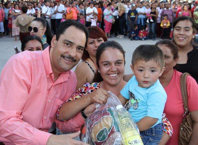 ¡Continúa Gobierno Municipal dotando de apoyos alimenticios a familias vulnerables!