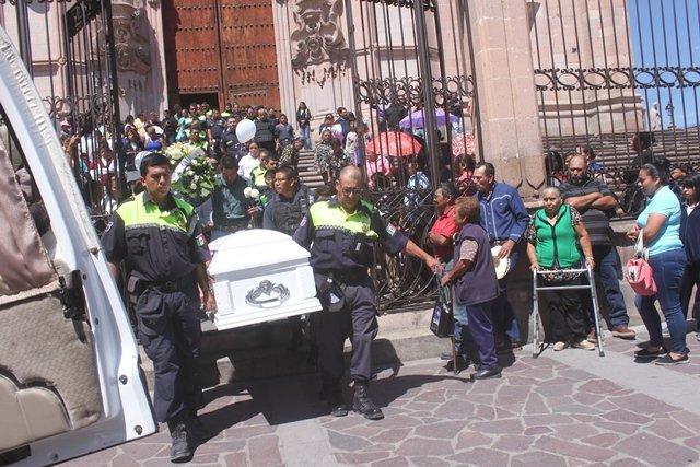 ¡Despiden amigos, familiares y compañeros de Tránsito Municipal a la agente fallecida en accidente!