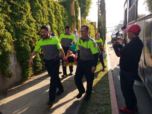 ¡Choque entre 2 camiones urbanos dejó 11 pasajeros lesionados en Aguascalientes!