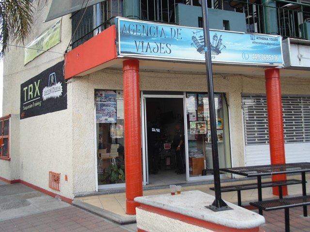 ¡Drogado sujeto intentó asaltar una agencia de viajes en Aguascalientes!