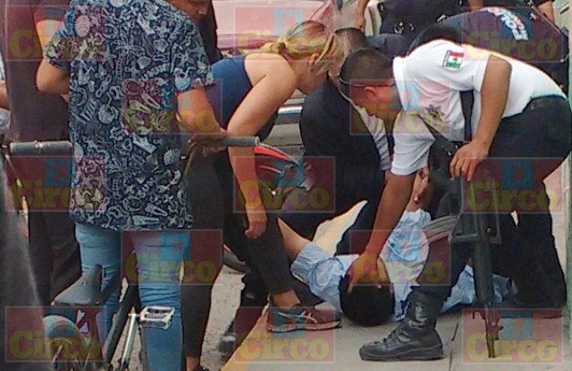 ¡Sujeto agredió a personal médico y de vigilancia de un hospital en Lagos de Moreno!