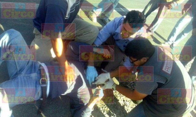 ¡Grave motociclista tras un choque contra un automóvil en Lagos de Moreno!