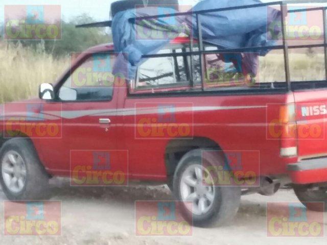 ¡Hallaron muerto a un hombre dentro de una camioneta en Los Azulitos, Jalisco!