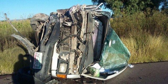 ¡Choque-volcadura entre 2 camionetas dejó 1 muerto y 1 herido grave en Zacatecas!