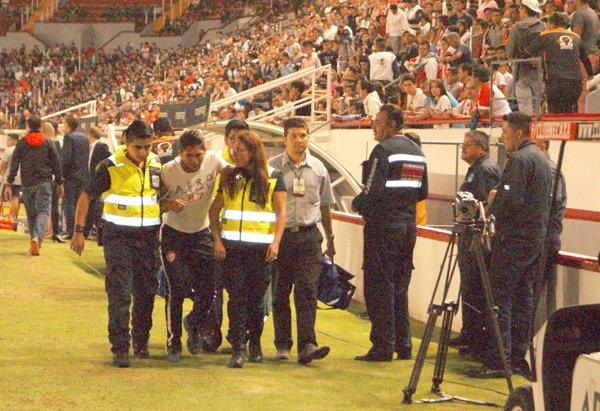 GALERÍA/¡Espontáneos exhiben a Grupo Omega Seguridad en el Estadio Victoria en Aguascalientes!