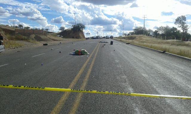 ¡2 muertos y 4 lesionados tras la volcadura de una camioneta en Aguascalientes!