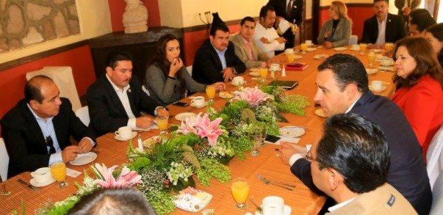 ¡Pide gobernador de Zacatecas respaldo a parlamentarios para análisis y aprobación de iniciativas!
