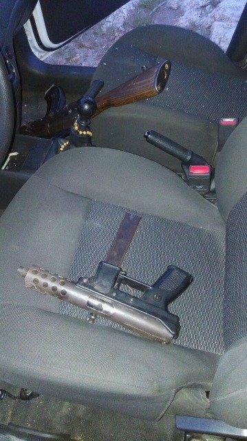 ¡Tras una persecución y balacera, policías federales aseguraron armas, droga y un auto robado en Calera!