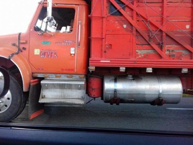 ¡Detiene la Policía Federal a dos personas en camión con reporte de robo en Fresnillo!